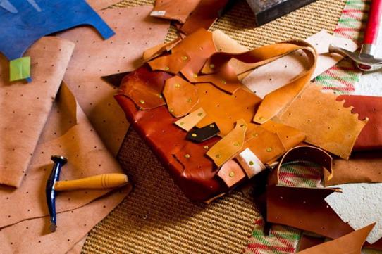 ヌメ革の端切れでバッグを作ろう