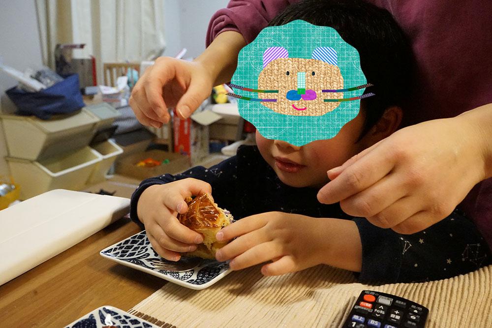 ガレット・デ・ロア食べる子供